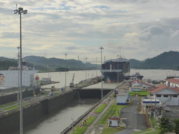Über die 3 grossen Schleusstationen werden die Schiffe auf 26 meter angehoben und wieder auf Meeresniveau abgelassen
