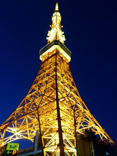 Neee der is es nicht, das ist der Tokyo-tower....wer braucht dann Paris noch??