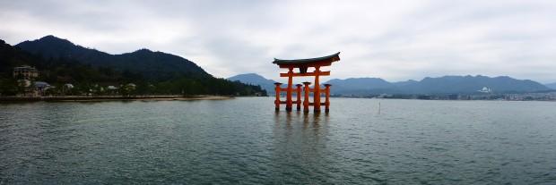 Der Torii-Schrein Japans meist Fotograf hier festes Wahrzeichen und UNESCO Weltkulturerbe