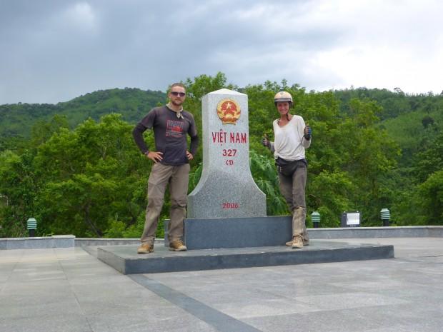 Tschüss Vietnam, Hallo Laos! Grenzübergang trotz Mopeds ohne Probleme überquert!